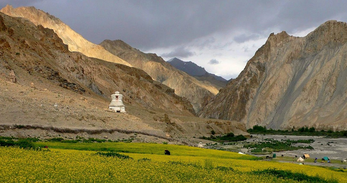 PASTURES & PASSES OF MARKHA VALLEY